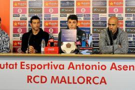 Los capitanes del Mallorca dan la cara para apoyar a Caparrós