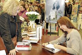 María Dueñas se «reencuentra» con Juníper Serra y sus lectores de la Isla