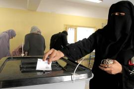 Egipto vota la polémica Constitución islamista bajo denuncias de irregularidades