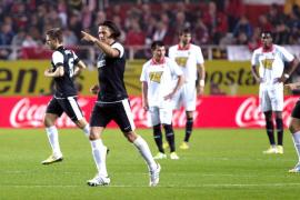 El Málaga amarra la cuarta plaza y deja al Sevilla mirando a la cola