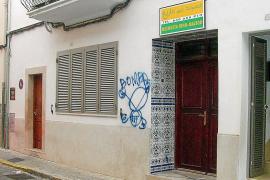 Realizan pintadas amenazantes en la fachada de la mezquita de sa Pobla