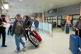 El aeropuerto empieza a retomar el pulso con los primeros vuelos internacionales