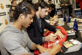 Los jugadores del Mallorca se 'reencuentran' con la afición