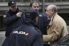 Rato atribuye al Banco de España la fusión  y al Gobierno la salida a Bolsa