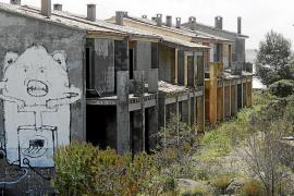 Campos habilita 200.000 euros para hacer frente a la demolición de los apartamentos