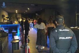 Imagen de la Policía clausurando una fiesta ilegal