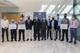 La Policía Nacional rinde homenaje a los vigilantes de los hospitales de Baleares