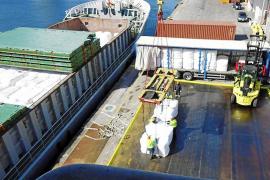 El primer barco con residuos llegará en quince días pese a los reparos de juristas del Consell