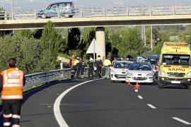 Un hombre sufre un accidente en la autopista de Llucmajor y muere arrollado al bajar del coche