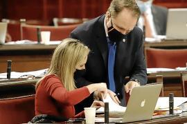 Patricia Guasp y Maxo Benalal, en el Parlament