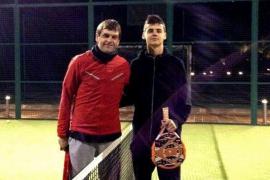 Tito Vilanova cierra el año jugando  un partido de pádel con su hijo