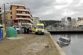 Un vehículo cae en el Riuet de Porto Cristo