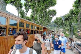 El primer viaje del tren de la temporada transporta a Sóller a unos 350 pasajeros