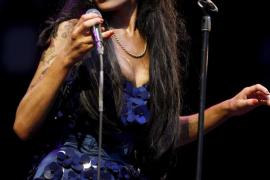 Una nueva investigación confirma que Winehouse murió por exceso de alcohol