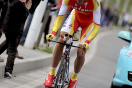 Contador pulveriza a sus rivales en la contrarreloj y se coloca líder