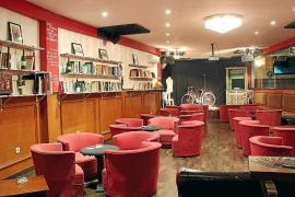 El café A Tres Bandas abre La Puerta del Verso 13, un nuevo espacio cultural