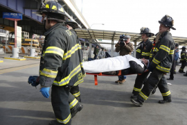 Al menos 57 heridos al colisionar un ferry contra un muelle en Nueva York