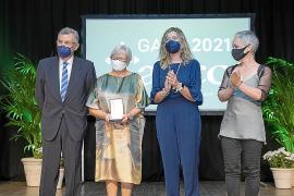 Pepita Gabaldar y CaixaBank, medallas de honor de la AECC