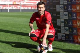 Antonio Luna ya viste de rojo