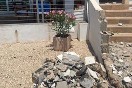 Imagen de los destrozos causados por la conductora en sa Ràpita