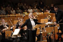 El público de Madrid recibe con vítores y aplausos a Plácido Domingo