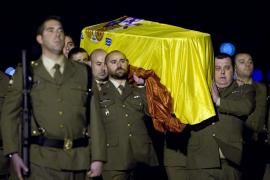 Familia y autoridades reciben en Zaragoza al sargento muerto en Afganistán