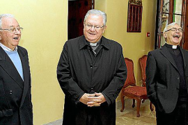 El obispo visita a las Hermanitas de los Pobres y a los sacerdotes jubilados