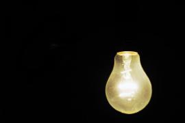 Los recibos de la luz bimestrales y con lecturas reales vuelven en abril