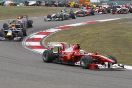 Alonso remonta desde la decimoséptima posición y acaba cuarto