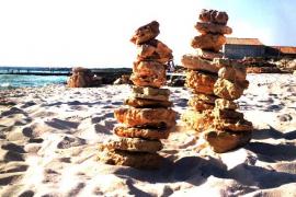 piedras en la playa de Es Trenc en Mallorca