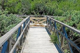 Quejas en Muro por el cierre de dos pasarelas de madera que dan acceso a la playa