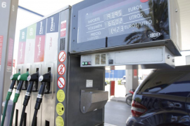 La gasolina y el gasóleo se encarecen hasta un 1,6% y regresan a los niveles de octubre