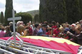 El homenaje a las víctimas del franquismo en Manacor muestra el apoyo al juez Garzón