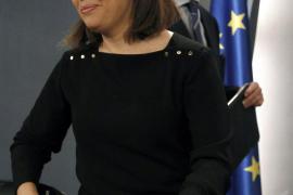"""Sáenz de Santamaría pide que se aplique la ley """"con todas sus consecuencias"""""""