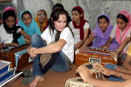 Angelina Jolie abre su corazón solidario en un diario