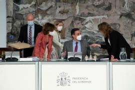 Pedro Sánchez, con Teresa Ribera, Carmen Calvo, Nadia Calviño y Juan Carlos Campo
