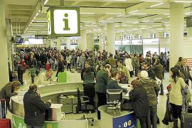 Una «información falsa» de AENA provocó el caos aéreo de 2010, según los controladores
