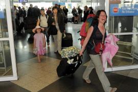 La UE acuerda flexibilizar las restricciones al tráfico aéreo