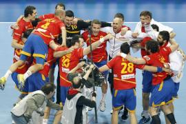 España y Dinamarca buscan suceder a Francia en la cima mundial