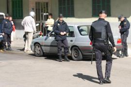 La policía detiene a un peligroso atracador que asaltó cinco locales comerciales en Palma