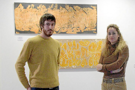 El pintor Joan Aguiló 'desnuda' su personalidad en la galería Vanrell