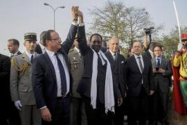 Hollande no da por concluida la ofensiva militar en el norte de Mali
