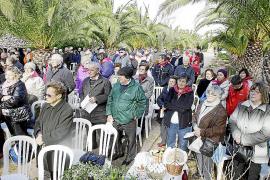 Los vecinos de Campos celebran Sant Blai con los tradicionales 'panetets' bendecidos