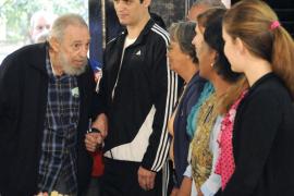Fidel Castro reaparece para acudir a votar en las elecciones cubanas