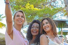 Nathalie Sorondo, Marelis M. Galva y Laura Orbegozo en un momento selfie.