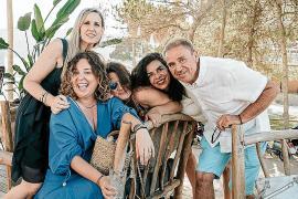 Lydia Pérez, Laura Estarás, Eva Esteve, Luz Vidal y Pedro Estarás.