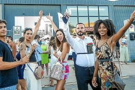 Juan Campomar con los modelos tras finalizar el desfile.