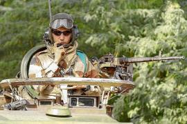 Francia bombardea en Mali las bases de aprovisionamiento de los integristas