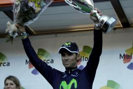 Alejandro Valverde (Movistar Team) se exhibe en la montaña