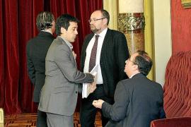 El PP frustra un acuerdo del Parlament contra los topes al descuento aéreo